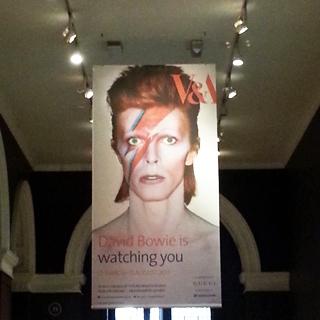 הכניסה לתערוכה על דיוויד בואיֿ, ערב הפתיחה